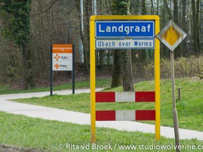 Het grondgebied van de voormalige gemeente Ubach over Worms wordt tegenwoordig als stadsdeel van de gemeente en stad Landgraaf beschouwd. Ter plekke wordt dit aangegeven met komborden genaamd Landgraaf en een wit bord Ubach over Worms eronder.