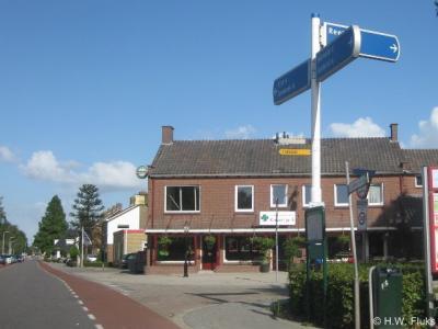 In Valburg staan richtingborden naar de buurtschap Reeth, maar ter plekke staan geen plaatsnaamborden, zodat je maar moet gokken wanneer je er bent aangekomen