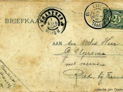 Vroeger was een adres niet nodig. De postbode wist toch wel waar iedereen woonde. Zelfs deze kaart uit 1906 aan dhr. Gersma, 'met vacantie te Ried bij Franeker' kwam gewoon te bestemder plekke aan.