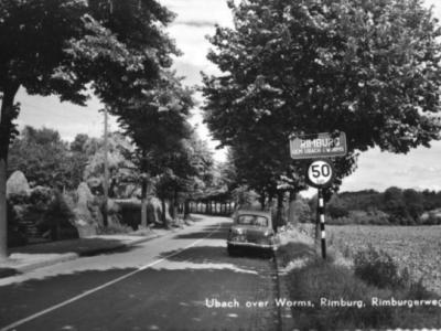 Rimburg, toen het nog een eigen, blauw kombord had, Rimburgerweg, ca. 1970