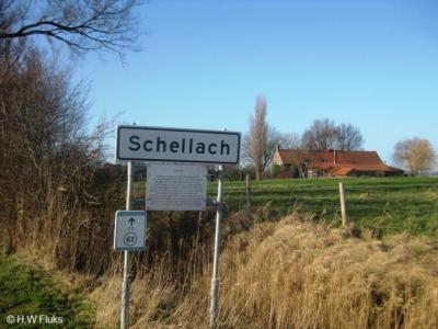 Schellach, in deze buurtschap zijn in 2011 plaatsnaamborden met informatiepanelen geplaatst