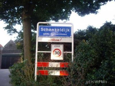 De buurtschap Schenkelijk valt voor de postadressen grotendeels onder het dorp 's-Gravendeel, en deels onder het dorp Strijen, maar is in de praktijk een tweelingkern samen met buurdorp Mookhoek