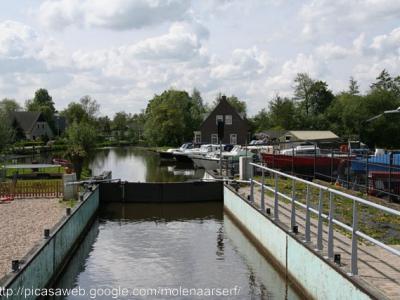 Slikkendam, de sluis bij Slikkendam verbindt de rivier de Kromme Mijdrecht met de Nieuwkoopse Plassen.