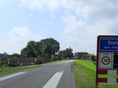 Sluis is een buurtschap in de provincie Utrecht (t/m 2018 provincie Zuid-Holland), in de streek Alblasserwaard, gemeente Vijfheerenlanden. T/m 1985 gemeente Ameide. In 1986 over naar gemeente Zederik, in 2019 over naar gemeente Vijfheerenlanden.