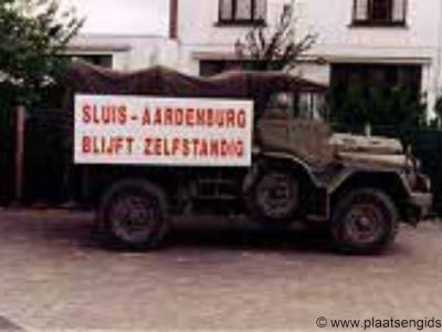 Ondanks verwoede protesten van de bevolking, is de gemeente Sluis-Aardenburg, na slechts acht jaar te hebben bestaan, per 2003 samen met de gemeente Oostburg opgegaan in de nieuwe gemeente Sluis.