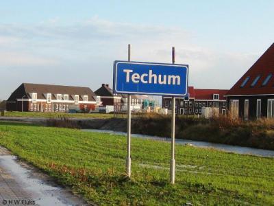 Techum (vanouds buurtschap, tegenwoordig wijk van Leeuwarden, stadsdeel De Zuidlanden) heeft in 2009 komborden gekregen, maar die zijn, als het goed is, inmiddels vervangen door witte borden. Zie verder bij Recente ontwikkelingen.