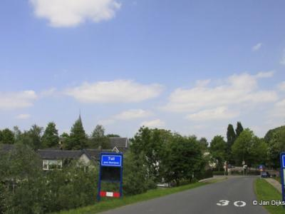 Tuil is een dorp in de provincie Gelderland, in de streek Betuwe, gemeente West Betuwe. T/m 1977 gemeente Haaften. In 1978 over naar gemeente Neerijnen, in 2019 over naar gemeente West Betuwe.