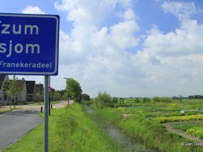 Tzum is een dorp in de provincie Fryslân, gemeente Waadhoeke. T/m 2017 gemeente Franekeradeel.