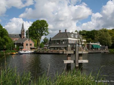 Uithoorn, gezien vanuit Amstelhoek over de Amstel