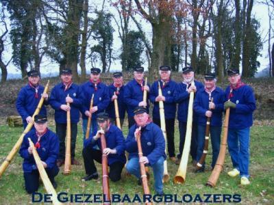 Veele, de Giezelbaargbloazers is een van de verenigingen in dit dorp, met unieke, zelfgemaakte Westerwoldse midwinterhoorns.