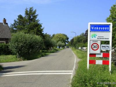 Vinkeveen is een dorp in de provincie Utrecht, gemeente De Ronde Venen. Het was een zelfstandige gemeente t/m 1840. In 1841 over naar gemeente Vinkeveen en Waverveen, in 1989 over naar gemeente De Ronde Venen.