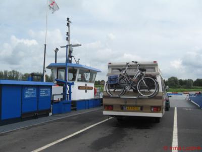 Vorchten, het Wijhese Veer vaart dagelijks over de IJssel naar Wijhe, en weer terug natuurlijk