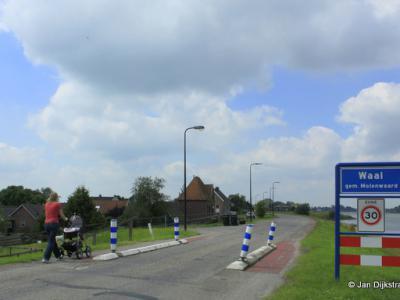 Waal is een buurtschap in de provincie Zuid-Holland, in de streek Alblasserwaard, gemeente Molenlanden. T/m 1985 gemeente Langerak. In 1986 over naar gemeente Liesveld, in 2013 over naar gemeente Molenwaard, in 2019 over naar gemeente Molenlanden.