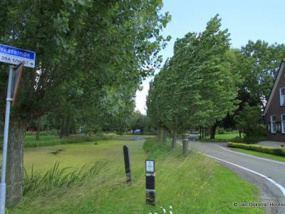 Westeinde is een buurtschap aan de deels zeer grillig lopende, gelijknamige weg even ten Z en ZW van het dorp Waarder