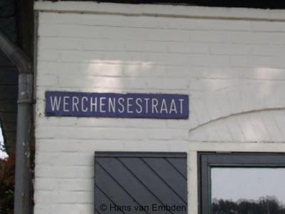 Wercheren ligt aan de Werchensestraat, wat dus eigenlijk Wercherensestraat zou moeten zijn, de buurtschap heet immers Wercheren en niet Werchen, maar dit heeft met een oudere schrijfwijze van de buurtschap te maken.