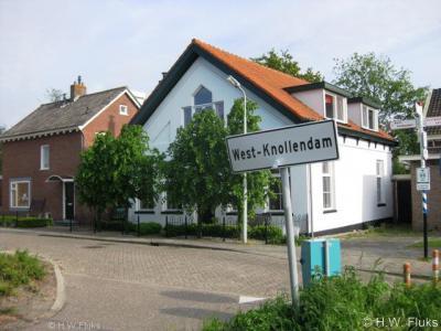 Volgens ons door een vergissing (zie het kopje Naam) heet sinds 1978 het dorp West-Knollendam  'officieel' Westknollendam. Gelukkig is men op de - evenzeer officiële ;-) - plaatsnaamborden én lokale sites wél de vanouds correcte spelling blijven hanteren.