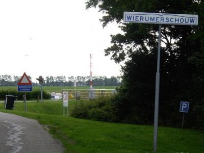 Wierumerschouw (buurtschap onder deels Adorp, deels Aduard, deels Oostum/Garnwerd).