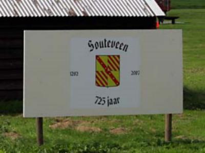 Zouteveen wordt in 1282 voor het eerst in schriftelijke bronnen vermeld en heeft daarom in 2007 haar 725-jarig bestaan gevierd.