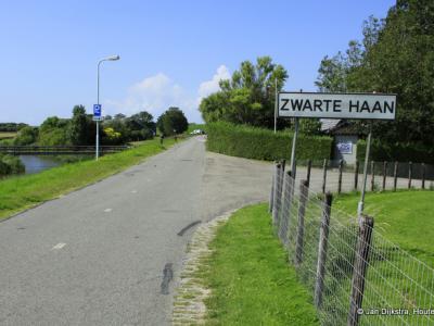 Zwarte Haan is een buurtschap in de provincie Fryslân, gemeente Waadhoeke. T/m 2017 gemeente Het Bildt.