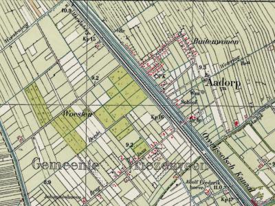 Op 3-11-1930 is de indeling van de gemeente Vriezenveen per raadsbesluit gewijzigd, waarbij de buurtschappen Woesten en Buitenwonen zijn verenigd tot het dorp Aadorp. Op deze kaart uit die tijd zijn al deze drie namen nog te zien. (© Kadaster)