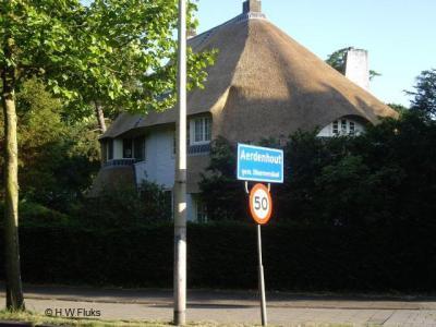Aerdenhout is een dorp in de provincie Noord-Holland, in de streek Kennemerland, gemeente Bloemendaal.
