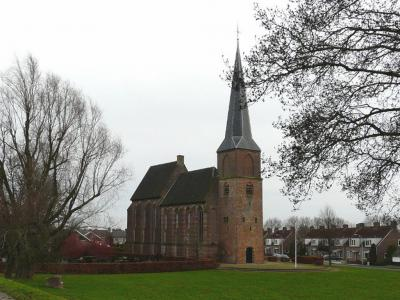 Het dorp Aerdt heeft drie rijksmonumenten, waaronder de Hervormde kerk, die deels nog uit de periode rond 1300 dateert (© H.W. Fluks)