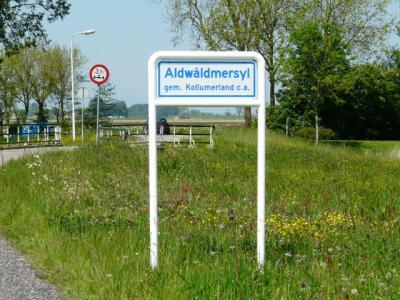 De buurtschap Aldwâldmersyl heeft in 2014 plaatsnaamborden gekregen, zodat je nu ook ter plekke expliciet kunt zien dat je er bent gearriveerd.