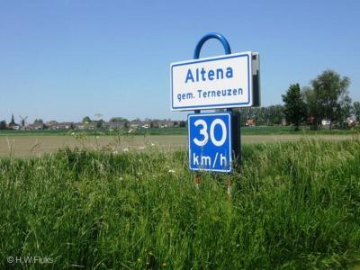Altena is een buurtschap van het dorp Hoek, dat je hier op de achtergrond ziet liggen