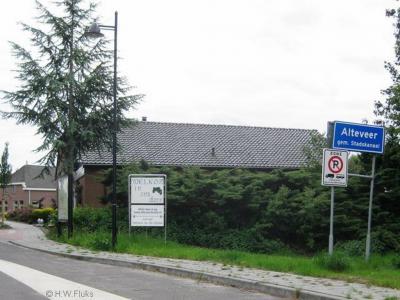 Het dorp Alteveer in de gemeente Stadskanaal wordt vaak Alteveer (Groningen) genoemd, omdat er nog twee plaatsen in ons land zijn met die naam, beide gelegen in de provincie Drenthe.