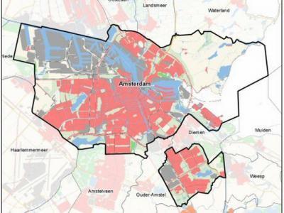 Op deze kaart is goed te zien dat het in 1966 door Amsterdam geannexeerde deel van de gemeente Weesperkarspel, in het ZO, nog altijd los ligt van de rest van de gemeente Amsterdam; Diemen en Duivendrecht liggen er nog tussen. (© www.noord-holland.nl/)