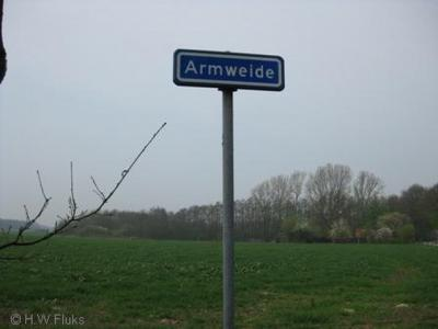 Armweide heeft - in tegenstelling tot veel andere buurtschappen in de gemeente De Wolden - helaas geen plaatsnaambordjes, alleen gelijknamige straatnaambordjes. Dat vinden wij wel een beetje arremoeiig...