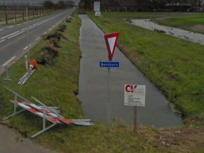 Benthorn is een buurtschap in de provincie Zuid-Holland, gem. Alphen aan den Rijn. Het was een zelfstandige gem. van 1-4-1817 t/m 1845. In 1846 over naar gem. Benthuizen, in 1991 over naar gem. Rijnwoude, in 2014 over naar gem. Alphen aan den Rijn.