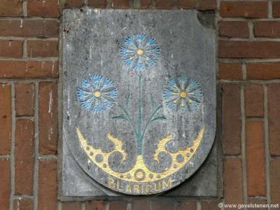 Blaricum, gemeentewapen aan de gevel van het pand op Huizerweg 1