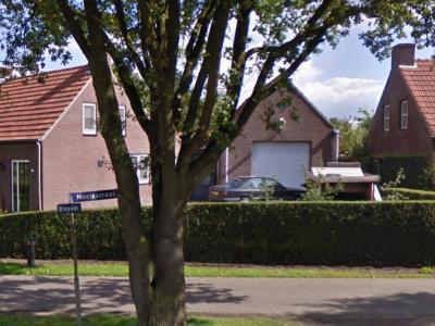 Met spellingen van plaats- en straatnamen wordt in ons land door de jaren heen wat aan gerommeld. Zo wordt de buurtschap Breyvin vandaag de dag met y gespeld, ook op bijv. dit straatnaambordje op de splitsing met de Neelestraat. (© Google)