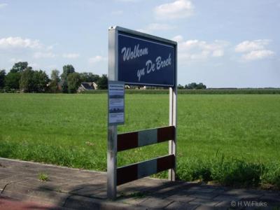 """In het dorp Broek, bij Joure, word je gastvrij welkom geheten, in het Fries: """"Wolkom yn De Broek"""""""