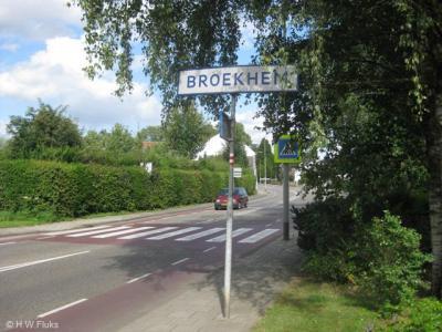 Broekhem heeft witte plaatsnaamborden binnen de bebouwde kom van Valkenburg en is daarmee formeel een wijk van die stad geworden. In de praktijk is het nog wel herkenbaar als dorpskern en wordt het ook nog als zodanig door de inwoners ervaren.