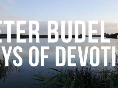 """Esther Fransen heeft onder het motto """"Beter Budel. 31 Days of Devotion"""" in juli 2017 een maand lang iedere dag een straat schoongemaakt in Budel. En in oktober nog een keer. En het krijgt zeker nog een vervolg! Voor nadere toelichting zie onder Links."""