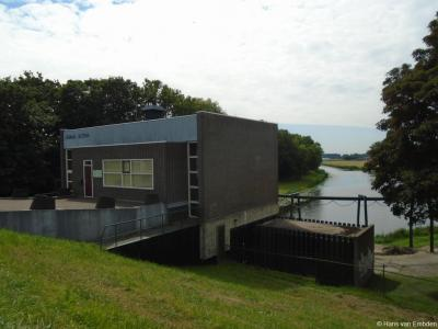 Gemaal Altena in de Sleeuwijkse buurtschap Buurtje is een elektrisch gemaal uit 1961. Het is het grootste en belangrijkste gemaal in het Land van Heusden en Altena. Het gemaal heeft een capaciteit van 960 m3 per minuut en een opvoerhoogte van ca. 5 meter.