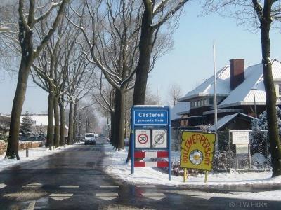Casteren is een dorp in de provincie Noord-Brabant, in de regio Zuidoost-Brabant, en daarbinnen in de streek Kempen, gemeente Bladel. T/m 1996 gemeente Hoogeloon, Hapert en Casteren. Tijdens carnaval heet het dorp Bollemeppersgat.