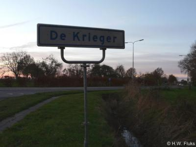 Buurtschap De Krieger heeft sinds kort één plaatsnaambord. De exacte ligging van deze buurtschap is ons daarom nog niet duidelijk. Met slechts één bord kun je immers - uiteraard mits aan een doorgaande weg - niet zien waar de buurtschap begint én eindigt.