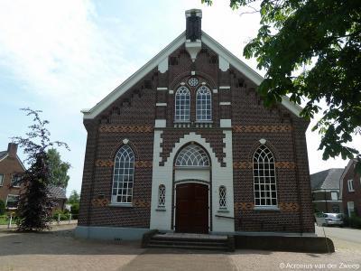 Buurtschap De Heurne wordt een dorp door de bouw van de Hervormde (thans PKN) Heurnse Kerk (Lage Heurnserweg 58) in 1908. De kerk valt tegenwoordig onder de Protestantse Gemeente Dinxperlo.