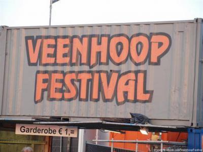Hét evenement van het jaar in De Veenhoop is het Veenhoopfestival (weekend in juli). Het wordt ook wel 'de Swarte Cross van Friesland' genoemd en is het oudste meerdaagse popfestival van Nederland.