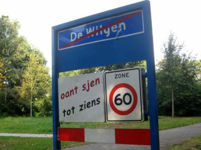 De Wilgen is een dorp in de provincie Fryslân, gemeente Smallingerland. In 1955 heeft de gemeente deze plaats de dorpsstatus toegekend. Voorheen werd het als buurtschap (van het dorp Boornbergum) gekwalificeerd. (© H.W. Fluks)
