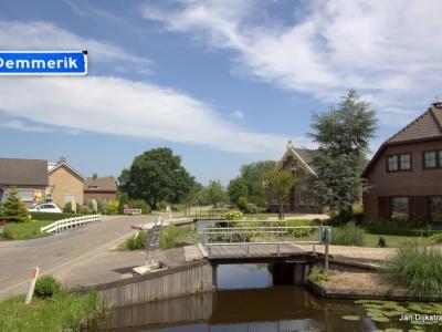 Demmerik is een buurtschap in de provincie Utrecht, gemeente De Ronde Venen. De buurtschap valt onder het dorp Vinkeveen. De buurtschap heeft geen plaatsnaamborden, zodat je slechts aan de gelijknamige straatnaambordjes kunt zien dat je er bent aangekomen