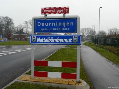 Deurningen is een dorp in de provincie Overijssel, in de streek Twente, in grotendeels gemeente Dinkelland, deels gemeente Oldenzaal. T/m 2000 gemeente Weerselo. Wat de carnavalsnaam betekent, kun je lezen in het hoofdstuk Naam.