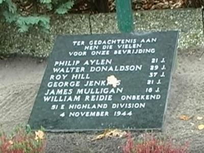 Buurtschap Distelberg, oorlogsmonument ter herinnering aan de 6 Schotse soldaten die op 4 november 1944 tegen de avond het Drongelens Kanaal wilden oversteken en dit met hun leven moesten bekopen. Jaarlijks is hier in november een herdenking.