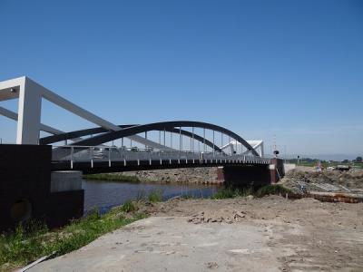 In 2016 is nabij Dorkwerd een nieuwe brug over het Van Starkenborghkanaal geplaatst. De brug is langer en hoger dan de voorganger, waardoor er nu grotere schepen door kunnen. (© Harry Perton / https://groninganus.wordpress.com)