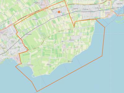 De gemeente Drechterland (het gebied binnen de oranje lijn op de kaart) omvat sinds de herindeling van 2006 het hele landelijke gebied tussen Hoorn en Stede Broec/Enkhuizen, Z van de Westfrisiaweg (N302). (© OpenStreetMap)