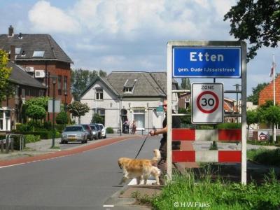 Etten is een dorp in de provincie Gelderland, in de streek Achterhoek, gemeente Oude IJsselstreek. T/m 2004 gemeente Gendringen.