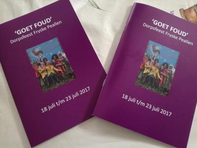 Het tweejaarlijkse hoogtepunt (in de oneven jaren) in het dorp Frieschepalen is het meerdaagse Dorpsfeest in juli, waar zoveel te doen is dat er zelfs een mooi programmaboekje voor wordt gemaakt. Voor nadere informatie zie het hoofdstuk Evenementen etc.